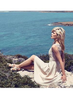 ELLE Alys Hale trägt Grace Maier Kleid